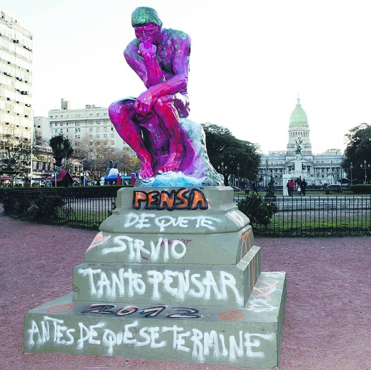Salvaje-escultura-ataque-ARCHIVO-CLARIN_CLAIMA20130223_0141_14