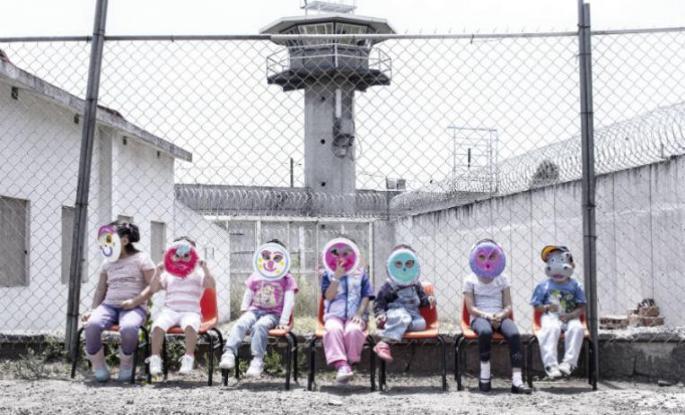 niños en la carcel.jpg